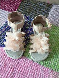 Нарядные босоножки для девочки George 28размер.