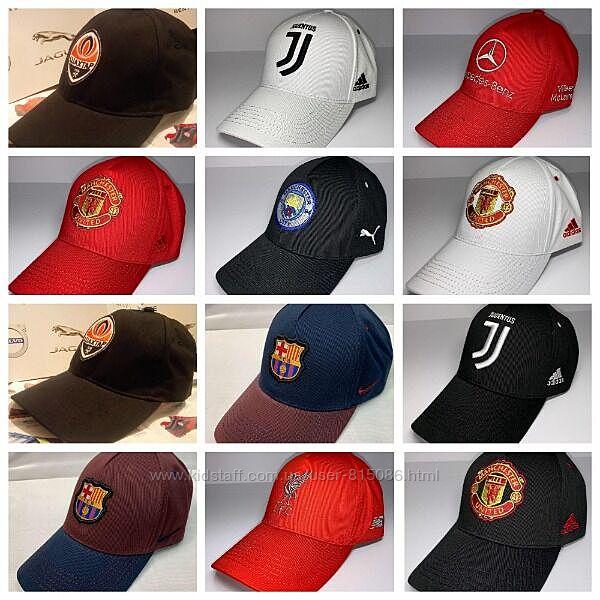 Шапки, шарфы, баффы, футбольных клубов и сборных мира по футболу.
