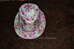 Красивая яркая шляпка на девочку примерно на возраст 5-9 лет