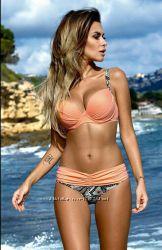 Купальник нежно персикового цвета с серым принтом