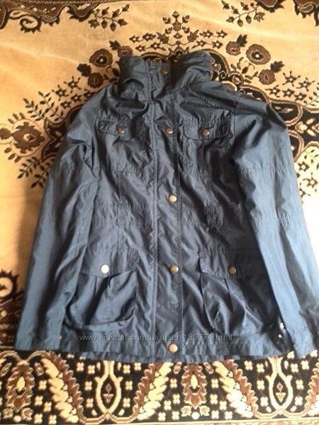 Куртка ветровка для девочки в хорошем состоянии.