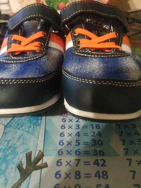 Кроссовки для мальчика в отличном состоянии  размер 33 по стельке 21,5 см