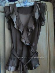 Блуза бренда So in Es на запах цвета тёмный беж-капуччино.