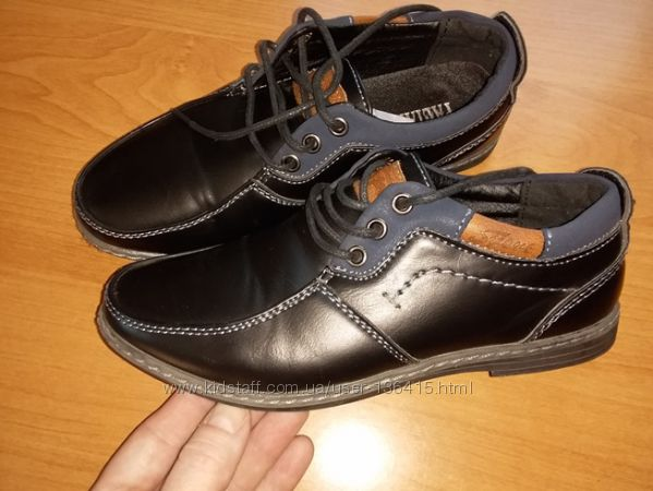 Школьные туфли в идеальном состоянии