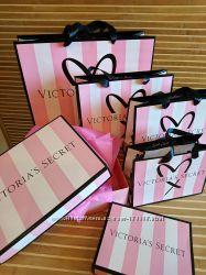 Подарочные бумажные пакеты, коробки с логотипом Victorias Secret в наличии