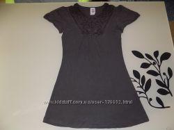 Платье коричневое с ажурной вязкой фирменное Here&There на рост 134-140 см
