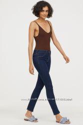 Красивые  стильные  джинсы H&M   26 р