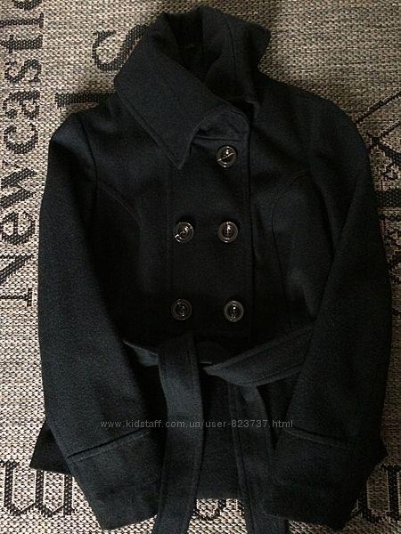 демисезонное чёрное шерстяное полупальто Reserved 38