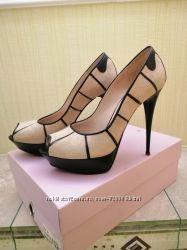 Фирменные кожаные замшевые туфли с открытым носком фирмы crux