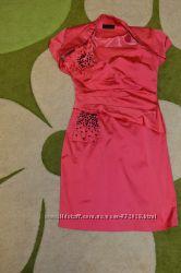 Коралловое атласное платье