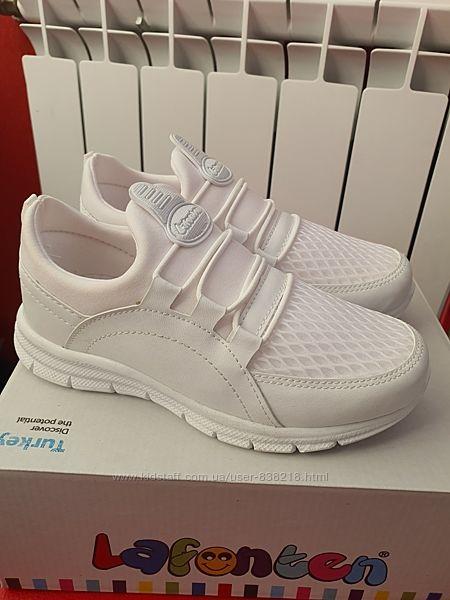 Белые кроссовки Турция