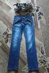 Пакетом джинсы 27р и босоножки 38р