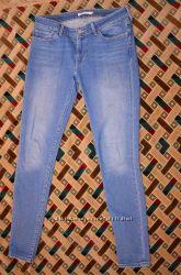 Продам женские джинсы Levi&acutes