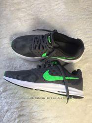 Оригінальні кросівки для бігу Nike 39