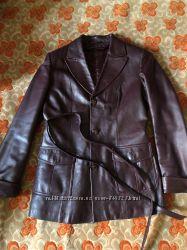 Пиджак кожанный 46-48 р вишнёвого цвета отдаю с мехами.