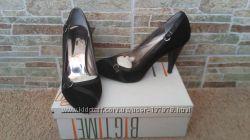 Красивые замшевые туфли в идеальном состоянии 38 размер