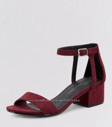 Очень красивого цвета босоножки с удобным каблуком, 22 см стелька