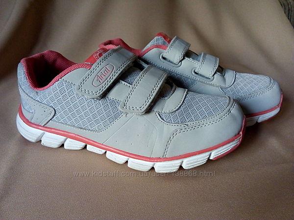Кроссовки на липучках Arial для девочки.