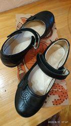 Подешевело Мягенькие кожаные туфельки в школу, стелька 21,3 см