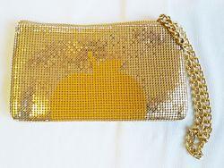 Клатч металлизированный золотистый цвет DKNY Gold Apple Clutch