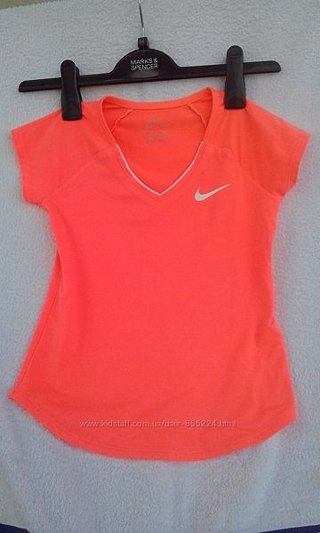 Яркая футболка Nike dry fit