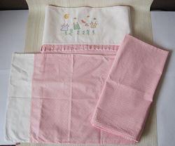 Комплект постельного белья в детскую кроватку, розовый с вышивкой