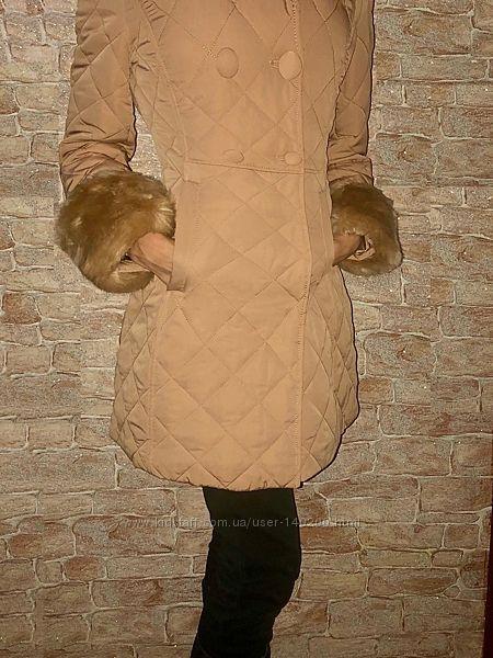 Стильное стеганое пальто с мехом