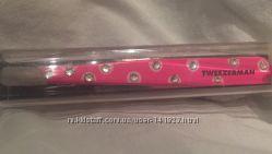 Пинцет для бровей фирмы Tweezerman розового цвета
