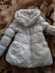 Дуже гарна, нарядна, тепленька  курточка на дівчинку