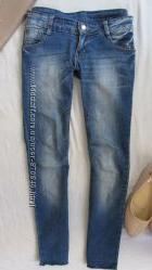 светло-синие джинсики скини