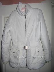 Куртка беленькая.