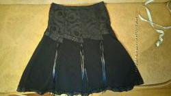 Черная красивая классическая элегантная миди юбка