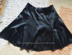 Красивая нарядная элегантная черная юбка атлас с принтом офис школа
