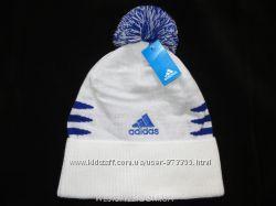 Шапка Adidas белая с помпоном