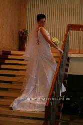 Шикарное свадебное  платье из жаккарда