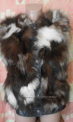 Натуральный жилет чернобурка-кожа