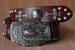 Эксклюзивный кожаный ремень с металлической пряжкой .