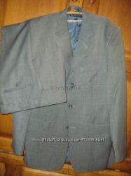 Красивый мужской костюм, цвет олива