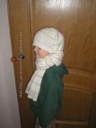Зимняя шапка вместе с шарфом