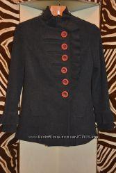Хорошее пальтишко серого цвета в хорошем состоянии, размер 38