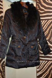Очень теплая курточка на лебедином пухе с съемным натуральным воротником