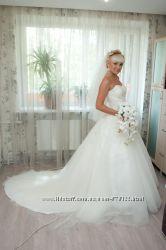 дизайнерское свадебное платья со шлейфом