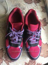 Яркие стильные кроссовки Clarks