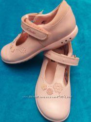 очень красивые кожаные туфельки CLARKS