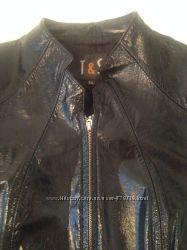 Курточка кожаная лаковая состояние новой