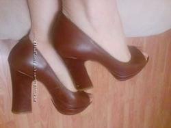 Туфли на танкетке и высоком каблуке