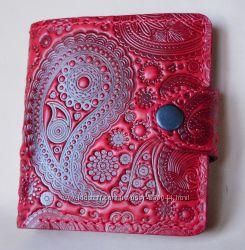Восхитительный кожаный кошелек с авторским тиснением. Скидки. Киев