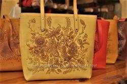 Кожаные сумки с авторским тиснением шоппер и кросс боди. Ассортимент. Киев.