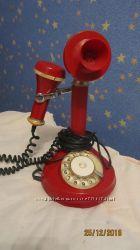 красный телефон антиквариат с трубкой