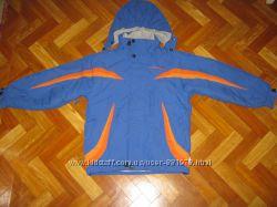 Добротная куртка Trespass на 5-6лет